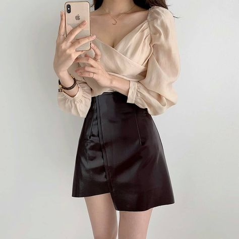 Woman classy outfit aesthetic stylish autumn 2020 cute k-pop shopping tiktok college