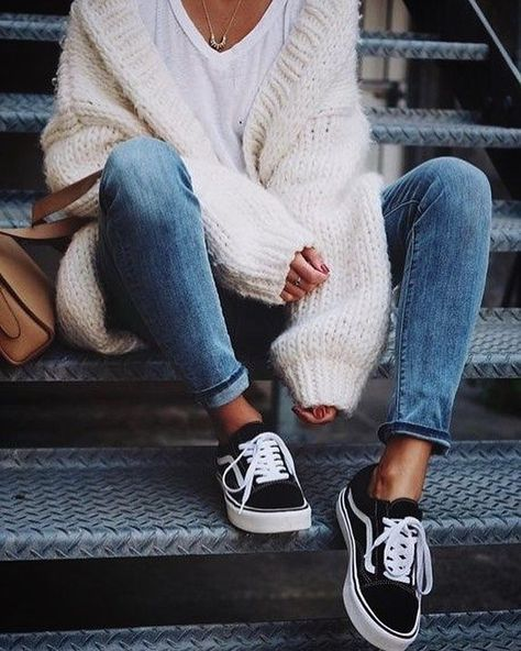White vans outfit, casual sneakers outfit, vans old skool outfit, outfits with black Trendy Fall Outfits, Cute Casual Outfits, Winter Fashion Outfits, Fall Winter Outfits, Casual Fall Fashion, Comfortable Fall Outfits, Fall Fashion Trends, Fall Trends, Fashion Dresses