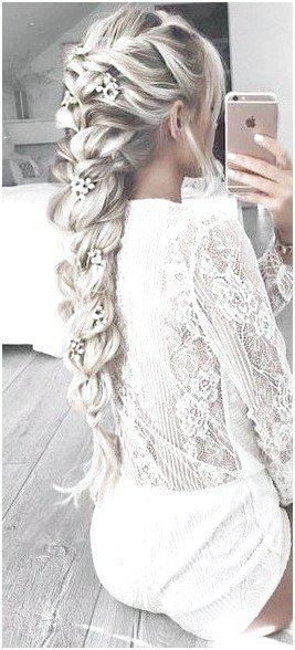 Love The Lower Part Of This Braid With The Flowers Going Down The Braid Brunettehairstylesforwomen If You Li Hair Styles Long Hair Styles Braids For Long Hair