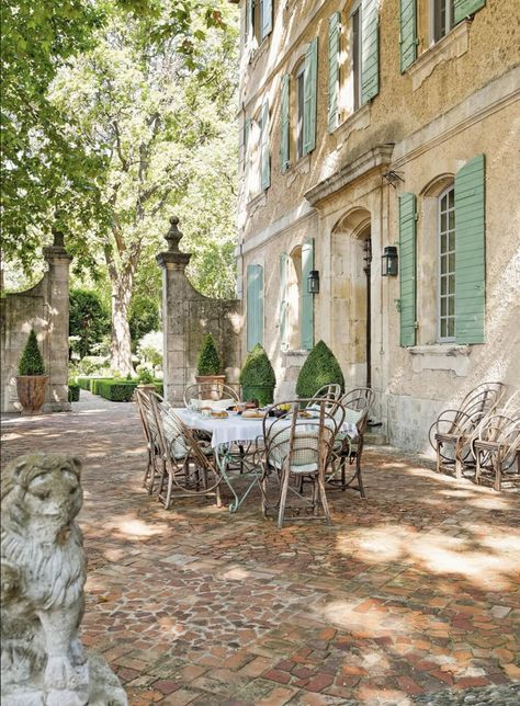 Provence Villa Tour: Elegant French Country Rustic and elegant: Provençal home, European farmhouse, French farmhouse, and French country design inspiration from Chateau Mireille. Photo: Haven In. South of France century Provence Villa luxury vacation