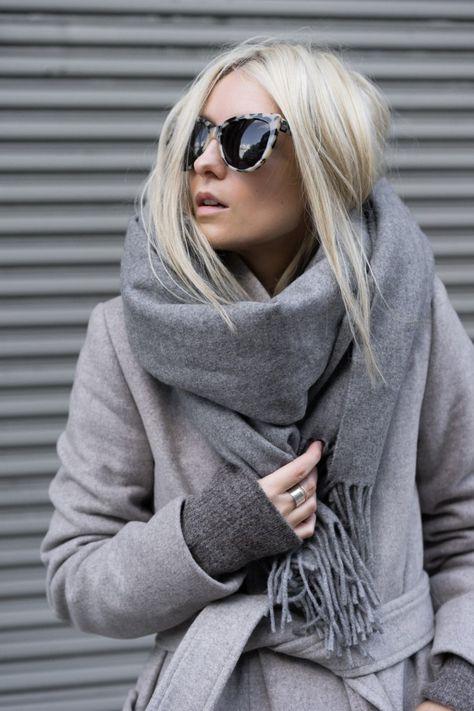 Grauer Wollmantel. Cozy mit XXL Schal. Trendy mit Sonnenbrille.