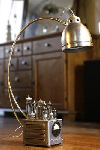 Creation Luminaire Lampe Recup Ampoules A Tube Radio Tsf Metal Esprit Vintage Borcante Et Industriel Lampr Steampunk Lighting Steampunk Lamp Cool Lighting