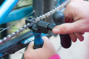 How To Repair A Broken Bike Chain Bike Repair Bike Chain