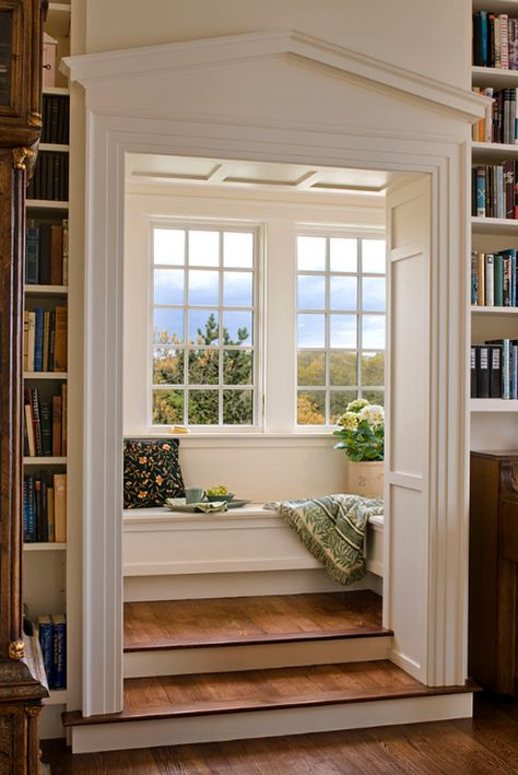 Steps up to a window seat reading nook.Window seat room behind built in book shelves. From Houzz: Carve out a neat little nook. Sweet Home, Home Libraries, Cozy Nook, Cozy Corner, Design Case, Design Design, Design Ideas, Design Inspiration, Design Trends