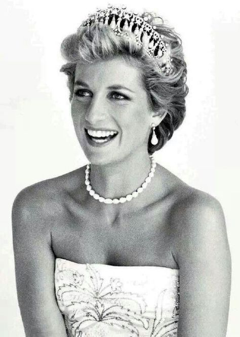 Top quotes by Princess Diana-https://s-media-cache-ak0.pinimg.com/474x/e7/cb/50/e7cb50e9093f4a38ed0be0315c3383e0.jpg