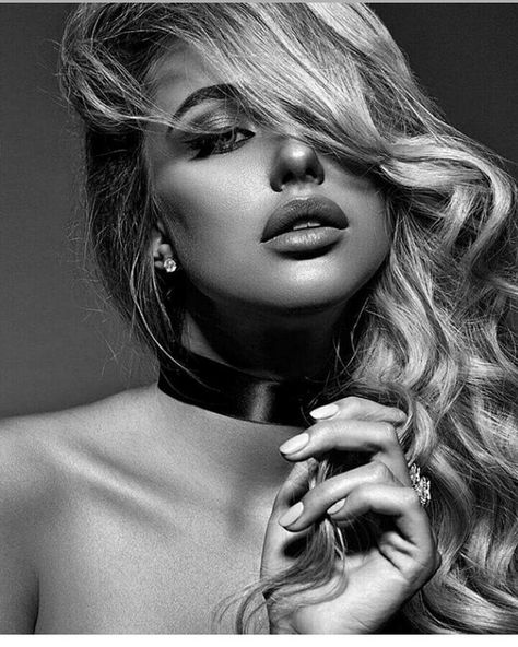 25+ Black and White Fashion Photography Examples