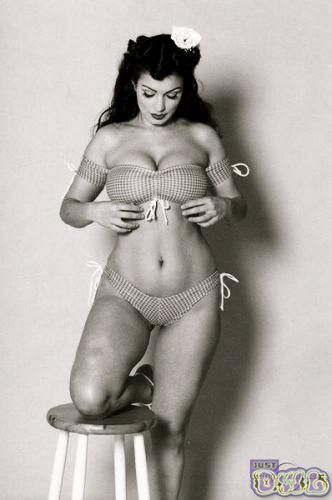 Gymnastic girl boob