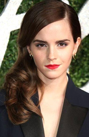 Emma Watson Ihre Schnsten Frisuren Vogue In 2020 Beauty Beautiful Glamour
