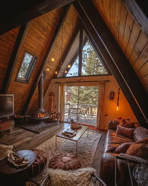 Tiny House Cabin, Cabin Homes, Cozy House, Tiny Cabin Plans, Cabin Design, Tiny House Design, Triangle House, A Frame House Plans, Forest House