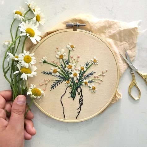 Macrame Mania – The Age-Aged Artwork Of Knotting Is Back With A Haute Couture Flavor – By Zazok Flower Embroidery Designs, Simple Embroidery, Embroidery Hoop Art, Hand Embroidery Patterns, Floral Embroidery, Cross Stitch Embroidery, Homemade Anniversary Gifts, Homemade Wedding Gifts, Anniversary Ideas