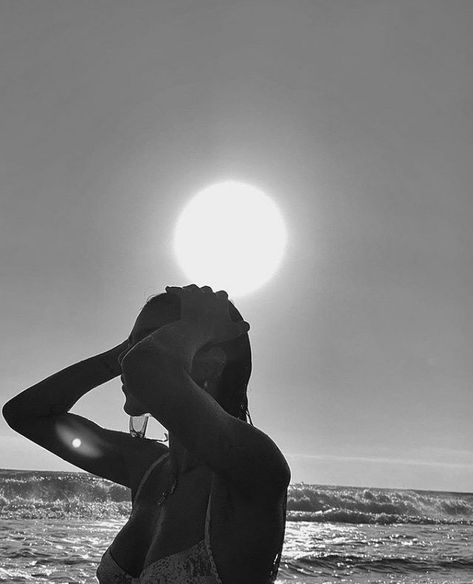 Beach Aesthetic, Summer Aesthetic, White Aesthetic, Travel Aesthetic, Aesthetic Girl, Aesthetic Body, Aesthetic Fashion, Shotting Photo, Photographie Portrait Inspiration