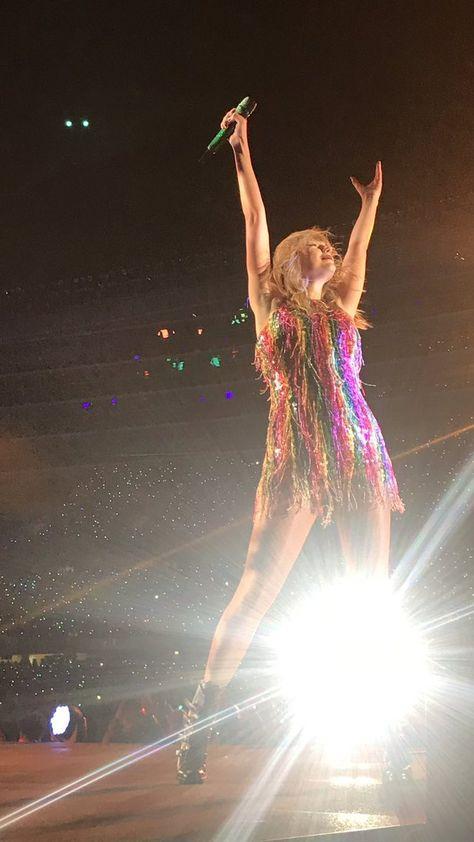 Taylor swift ed sheeran Olivia benson Meredith grey kitties cats Taylor Swift Hot, Photos Of Taylor Swift, Long Live Taylor Swift, Taylor Swift Red Tour, Red Taylor, Swift 3, Taylor Swift Wallpaper, Olivia Benson, Swift Photo
