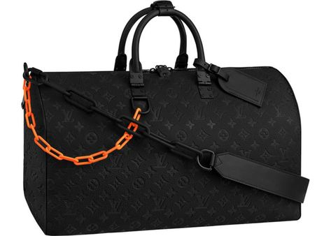 Giving a fresh look to one of Louis Vuitton's core bags, the Keepall Bandouliere 50 exudes the vision of artistic director Virgil Abloh. The iconic. Gucci Handbags, Luxury Handbags, Louis Vuitton Handbags, Virgil Abloh Louis Vuitton, Sacs Design, Louis Vuitton Collection, Louis Vuitton Keepall, Vuitton Bag, Louis Vuitton Duffle Bag
