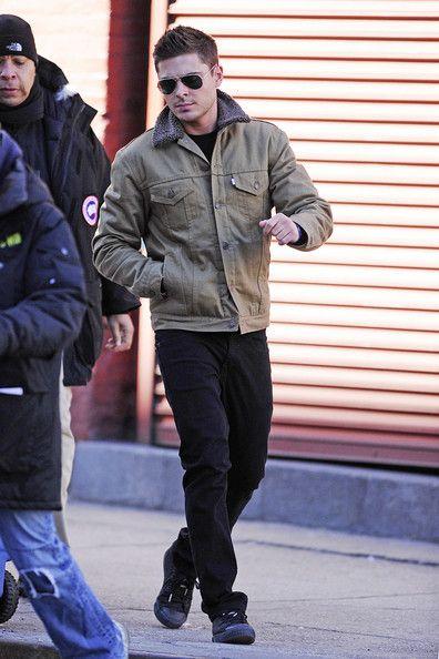 Zac Efron Photos Photos Zac Efron On The Set Of New Year S Eve