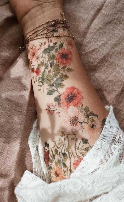 The decoration of finger tattoos need not be questioned, but tattoos require high skills of tattoo artists. As the hand is the most flexible part of the hu Pretty Tattoos, Cute Tattoos, Beautiful Tattoos, Flower Tattoos, Small Tattoos, Tattoos For Guys, Random Tattoos, Tatoos, Badass Tattoos
