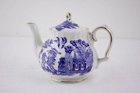 Small SADLER old willow pattern teapot