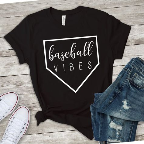 Baseball Girlfriend Shirts, Baseball Shirt Designs, Softball Shirts, Sports Shirts, Baseball Mom Quotes, Baseball Shirts For Moms, Softball Cheers, Softball Crafts, Baseball Stuff