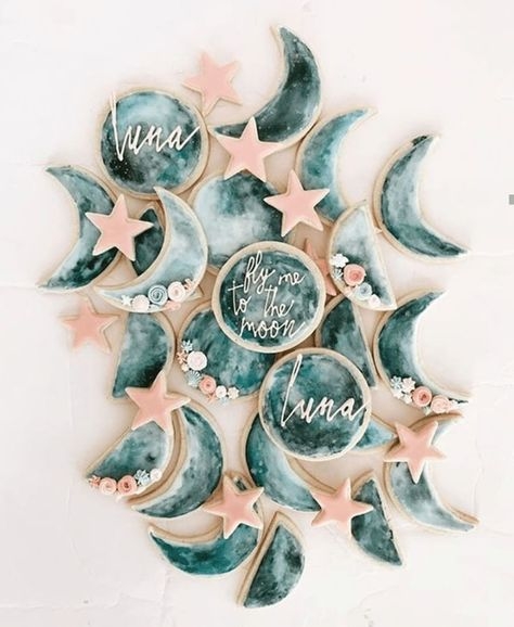 Moon cookies as wedding favours - Wedding Inspo by Tilly Thomas Lux - Baby Shower Ideas