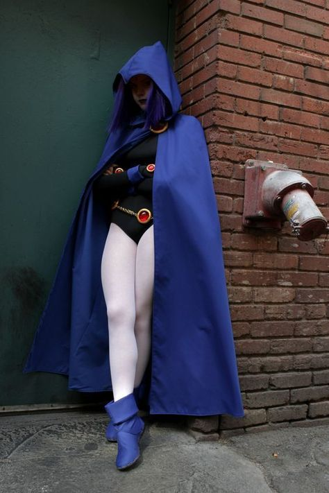 Character: Raven / From: DC Comics 'Teen Titans' / Cosplayer: Unknown: - COSPLAY IS BAEEE! Tap the pin now to grab yourself some BAE Cosplay leggings and shirts! From super hero fitness leggings, super hero fitness shirts, and so much more that wil make