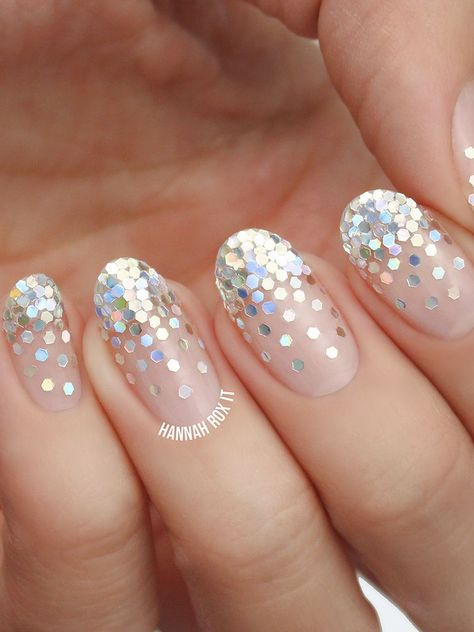 Modern glittery manicure with ombre sparkles