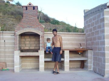 barbacoa de obra de la casa rural casa de piedra porches pinterest barbacoa casas rurales y rurales - Como Hacer Una Barbacoa De Obra