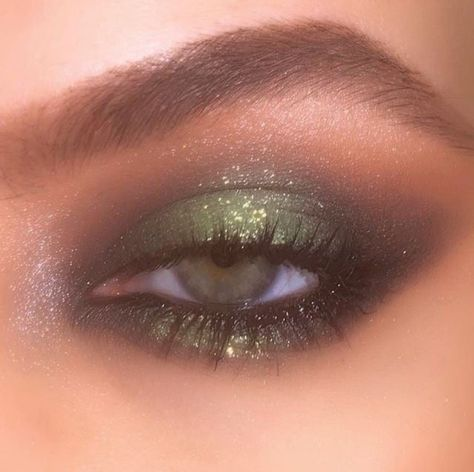 Makeup Eye Looks, Skin Makeup, Eyeshadow Makeup, Eyeshadow Palette, Beauty Makeup, Beauty Skin, Makeup Brushes, Yellow Eyeshadow, Simple Eyeshadow