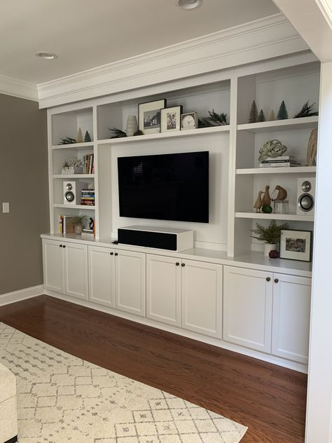 Built In Tv Wall Unit, Built In Tv Cabinet, Built In Shelves Living Room, Tv Built In, Living Room Wall Units, Living Room Cabinets, Bookshelves Built In, Home Living Room, Living Room Designs