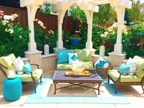 Gorgeous outdoor patio - love the pergola eclecticallyvintage.com
