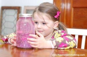 El frasco de la calma, la técnica contra el llanto que está ayudando a padres de…