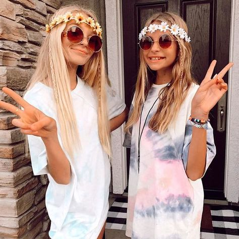Best DIY Group Halloween Costumes for your girl squad - Hike n Dip Cute Group Halloween Costumes, Fröhliches Halloween, Trendy Halloween, Halloween Outfits, Hippie Halloween Costumes, Tween Halloween Costumes For Girls Diy, Halloween Costume History, Cute Halloween Costumes For Teens, Teen Girl Costumes