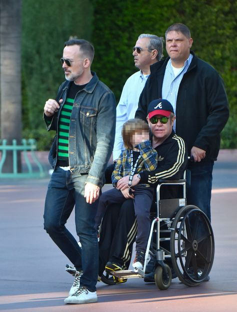 Christmas – you need the patience of a saint for most of it, right? Well, major props to Elton John this Christmas, who despite being in an ACTUAL WHEELCHAIR, put us all to shame and took his kids to none-other than Disneyland for the day.