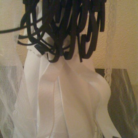 Fofucha novia detalle lazo/Bride fofucha doll - detail of bow