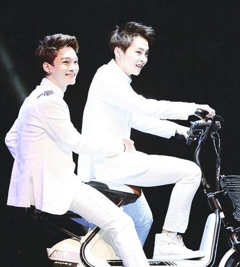 Xiuchen on a bike =3