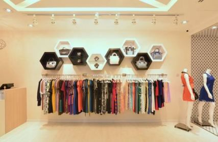 Clothes Shop Small 15 Ideas Clothes With Images Store Design Interior Store Design Retail Store Design