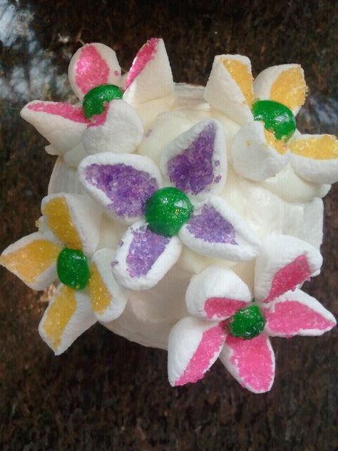 flower cupcakes for spring and easter!  Cut marshmallows in half and dip in sprinkles! Stick marshmallow to melted white chocolate dots and apply to cupcake!