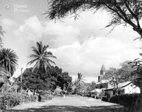 Early looking North on Alii Drive in Kailua-Kona. The Mauin street was not much more than a dirt road. On the right is Mokuaikaua Church, the first Chris