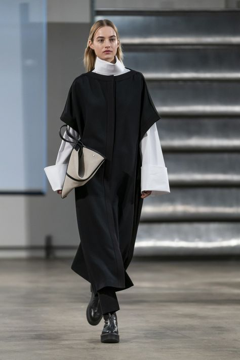 The Row Fall 2019 Ready-to-Wear collection, runway looks, beauty, models, and reviews.