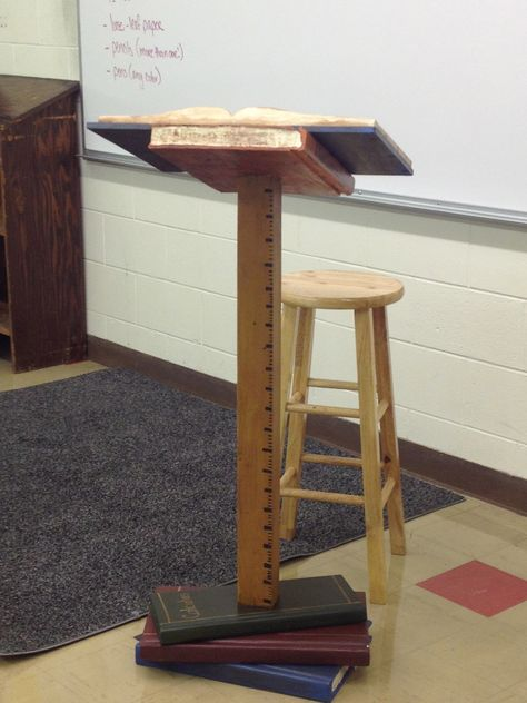 This is so adorable! I want one for my classroom... when I go back to the classroom!