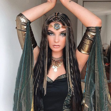 "LINDA HA on Instagram: ""CLEOPATRA gold metal detailing. @jazkubecka  SWIPE for more ➡️ Hair and Makeup by me @hairwithlinda…"""