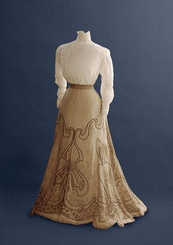 24 Trendy Vintage Dresses 1910 Belle Epoque Source by remajors Dresses 1910 Edwardian Clothing, Edwardian Dress, Antique Clothing, Edwardian Era, Victorian Dresses, 1920s Dress, 1900s Fashion, Edwardian Fashion, Vintage Fashion