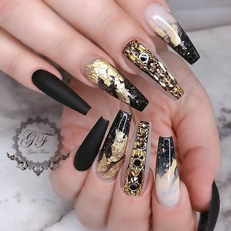 Winning Look – Black And Gold Color ❤️ Long nails are the perfect canvas. In case you are looking for some fresh nail art to try out we happen to have a fresh collection at hand! ❤️ See more: https://naildesignsjournal.com/long-nails-ideas/ #naildesignsjournal #nails #nailart #naildesigns