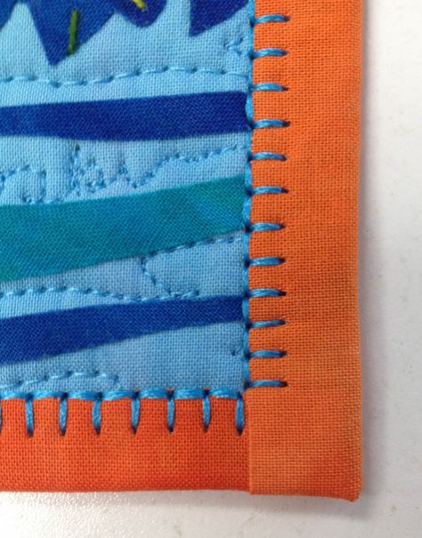 Sew Quilt brief tutorial for machine blanket stitching a binding.seam doesn't match in the back, but a nice look. - This blanket stitch tip represents another way to add colorful threads and a decorative edge to the your next quilt. Quilt Stitching, Patchwork Quilting, Quilting Tips, Quilting Tutorials, Machine Quilting, Quilting Projects, Sewing Projects, Quilts, Machine Binding A Quilt