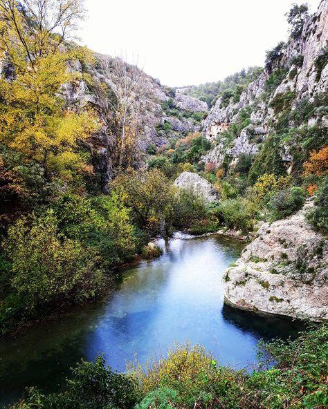 natura A river cuts through a rock...