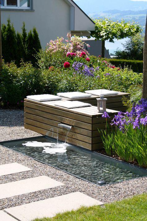 Sitzplatz Zum Wohlfuhlen Mit Wasserspiel Parc S Gartengestaltung Backyard Garden Design Garden Design Water Features In The Garden