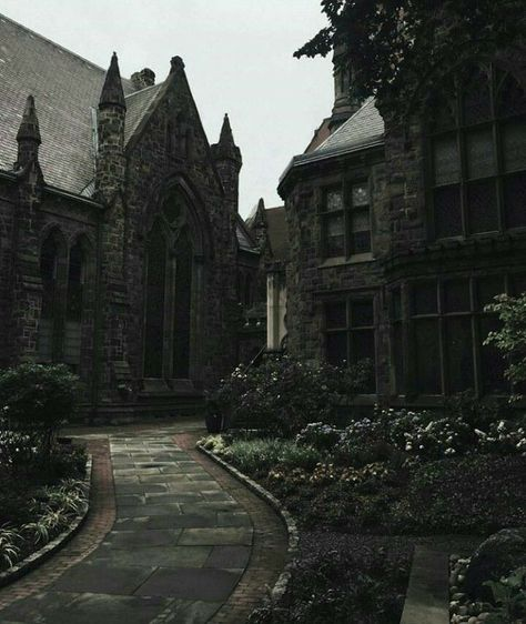 architecture is the BOMB architecture is the BOMB,Building Reference Architektur ist die Bombe Harry Potter Aesthetic, Slytherin Aesthetic, Paradis Sombre, Gothic Aesthetic, Gothic Architecture, Ancient Architecture, Beautiful Places, Scenery, Exterior