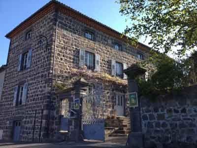 Vente Propriete Avec Gites Et Chambres D Hotes En Auvergne Maison D Hotes Chambre D Hote Gite