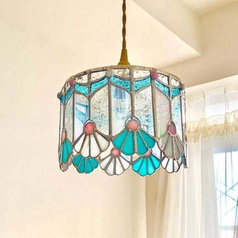 Broken Glass Art, Sea Glass Art, Mosaic Glass, Art Deco Glass, Stained Glass Lamps, Stained Glass Projects, Fused Glass, Stained Glass Pendant Light, Art Sculpture