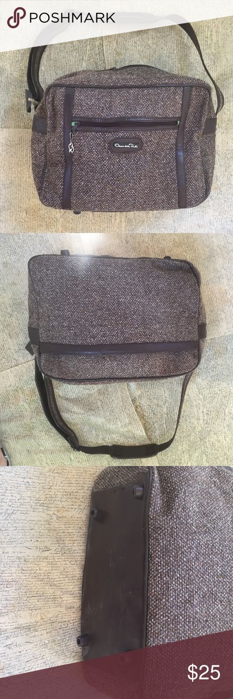 Oscar de la renta Perfect tweed weekend bag. Clean inside and out. The top zipper toggle needs to be chances as it doesn't keep the zipper zipped. Otherwise good condition. Authentic no trades 16x11 Oscar de la Renta Bags Travel Bags