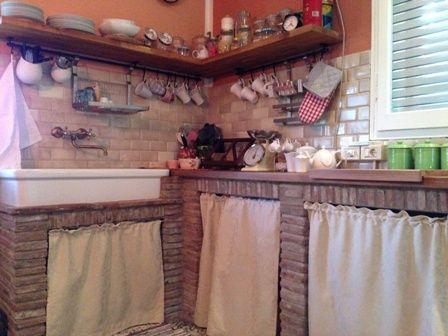 Emejing Cucina In Muratura Con Tendine Ideas - Home Interior Ideas ...