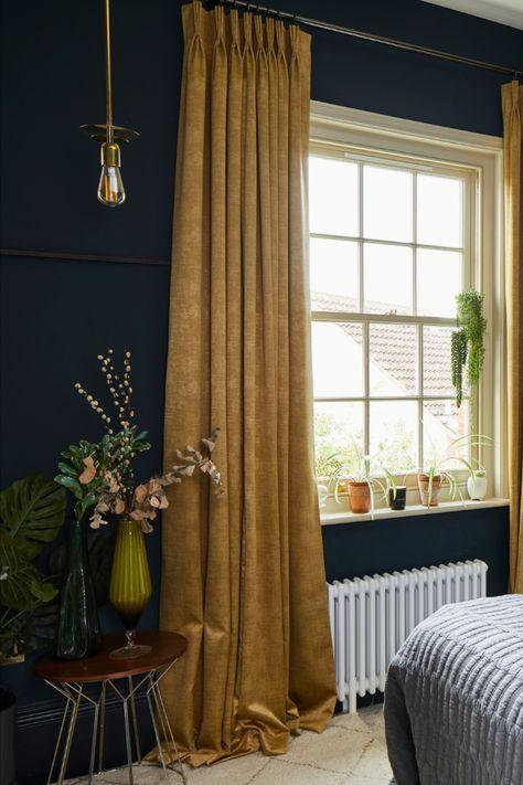 Dark Blue Bedrooms, Dark Green Rooms, Living Room Green, Bedroom Green, Bedroom Decor, Green Bedroom Curtains, Blue And Gold Bedroom, Dark Bedroom Walls, Curtains Living